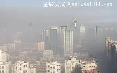 弥漫浓雾的冬季清晨